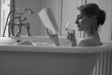 reading in the bath - Queen Mob\'s Tea House