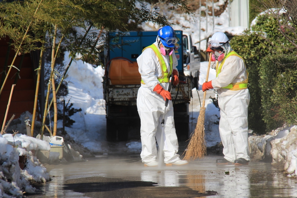 decontamination of fukushima driveway